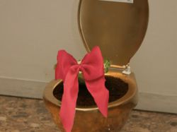 golden-toilet_29-8-2012